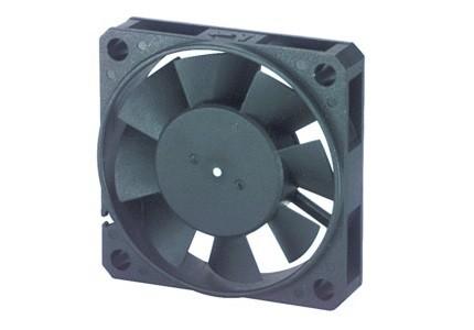 Ventola 12Vcc 50x50x10 in materiale termoplastico su cuscinetti